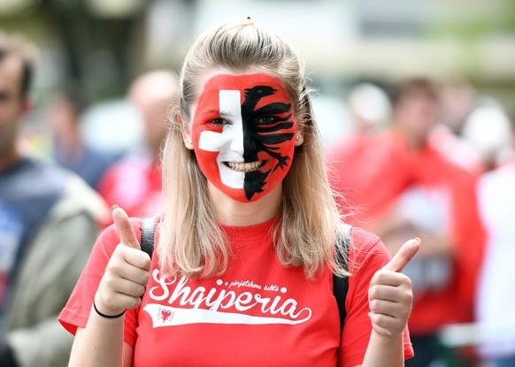 Schweiz 1 – Schweiz 2 oder Albanien A – Albanien B? In Kürze beginnt das EM-Spiel zwischen den beiden Ländern.