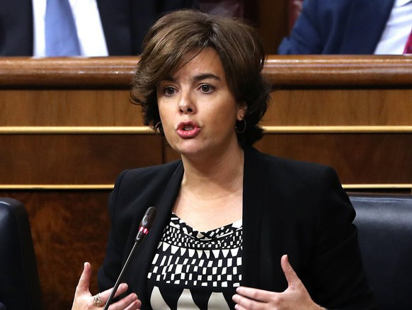 epa06259019 Spanish deputy Prime Minister, Soraya Saenz de Santamaria, delivers a speech during Question Time at the Lower House in Madrid, Spain, 11 October 2017. The Government will undergo Question Time a day after Catalonia's regional President Carles Puigdemont declared the region's independence but suspended its effects immediately for a few weeks to search a dialogue with the Spanish Central Government.  EPA/Emilio Naranjo