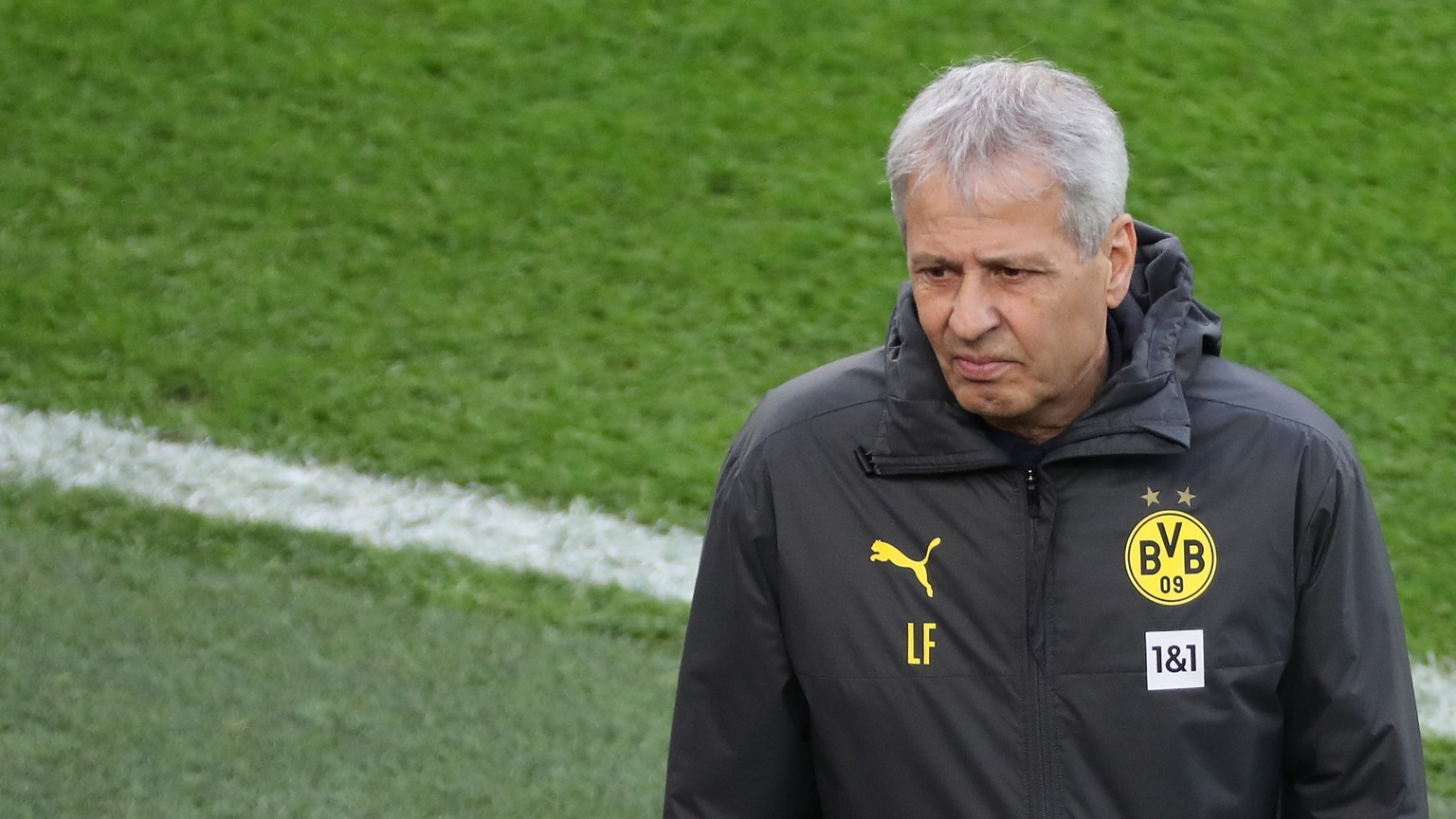 epa08879109 Dortmund's head coach Lucien Favre before the German Bundesliga soccer match between Borussia Dortmund and VfB Stuttgart in Dortmund, Germany, 12 December 2020.  EPA/FOCKE STRANGMANN / POOL CONDITIONS - ATTENTION: The DFL regulations prohibit any use of photographs as image sequences and/or quasi-video.