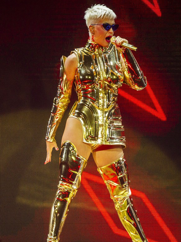 epa06908045 US singer Katy Perry performs during her opening show at Perth Arena in Perth, Australia, 24 July 2018. Katy Perry's 'Witness' tour runs until August 17.  EPA/TONY MCDONOUGH NO ARCHIVING AUSTRALIA AND NEW ZEALAND OUT
