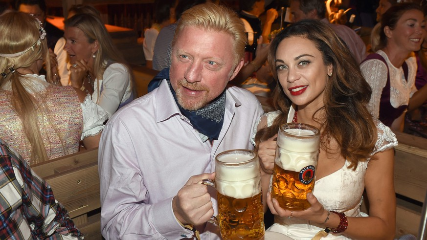 epa05547865 A picture made available on 19 September 2016 shows Boris Becker (L) and his wife Lilly posing with a beer at the Kaefer tent at Oktoberfest in Munich, Germany, 18 September 2016. The 183rd Oktoberfest runs from 17 September to 03 October.  EPA/FELIX HOERHAGER