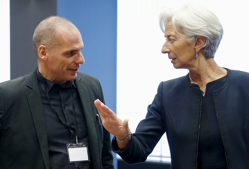 Greek Finance Minister Yanis Varoufakis listens to International Monetary Fund (IMF) Managing Director Christine Lagarde (R) during an euro zone finance ministers meeting in Luxembourg, June 18, 2015. REUTERS/Francois Lenoir      TPX IMAGES OF THE DAY