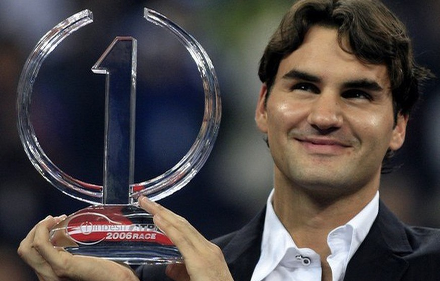 World number one Roger Federer of Switzerland holds the Indesit ATP 2006 trophy at an award presentation, 13 November 2006, at the Tennis Masters Cup in Shanghai. Federer won the trophy for the third successive year as the world's top ranked player again. AFP PHOTO/Frederic J. BROWN