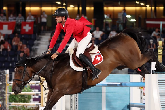 epa09401145 Steve Guerdat of Switzerland on Venard de Cerisy competes in the Jumping Team qualifier during the Equestrian events of the Tokyo 2020 Olympic Games at the Baji Koen Equestrian Park in Setagaya, Tokyo, Japan, 06 August 2021.  EPA/Michael Reynolds