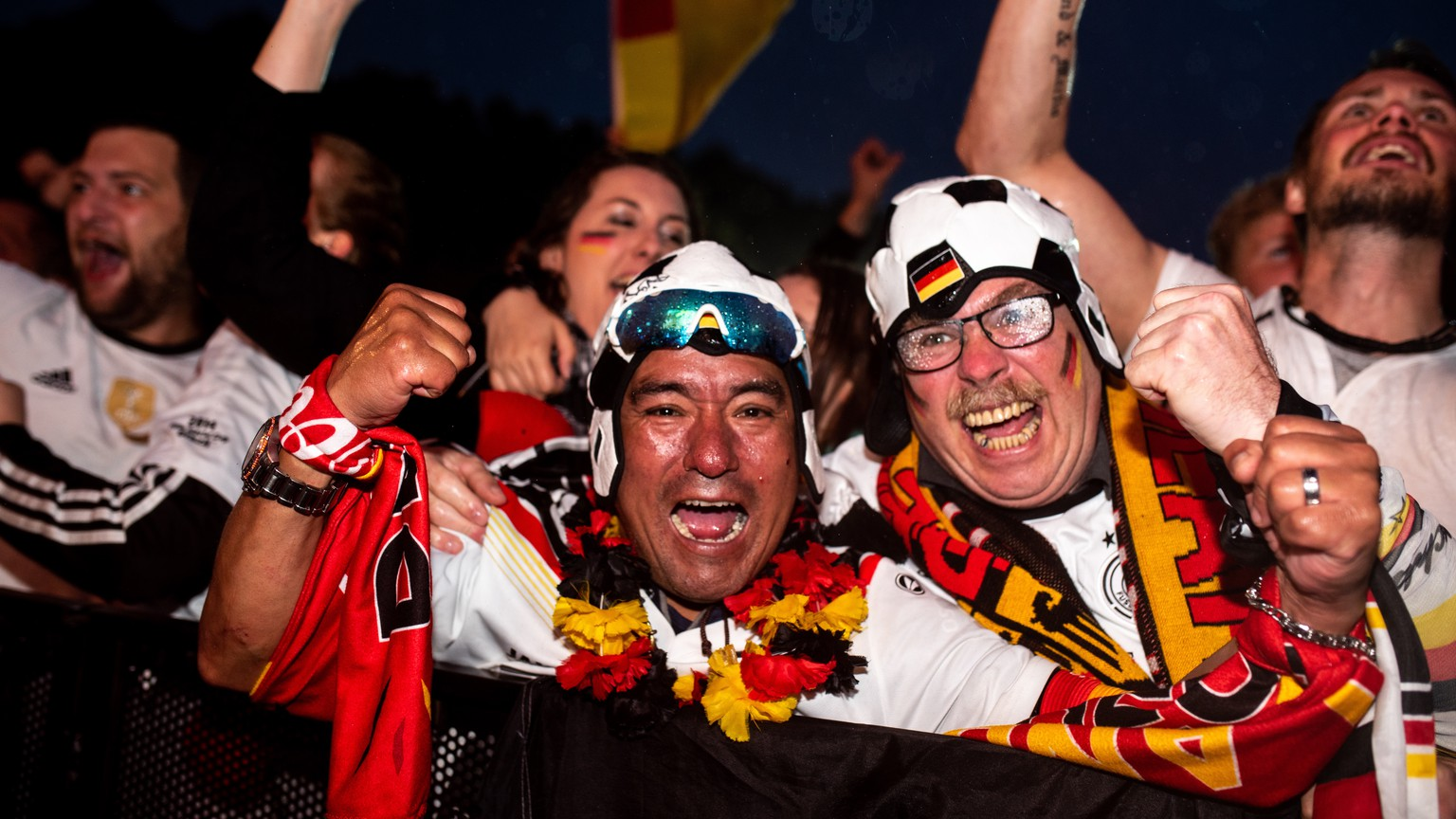 epa06834857 German fans celebrate the 2-1 lead during the FIFA World Cup 2018 match between Germany and Sweden at the public viewing in front of the Brandenburg Gate in Berlin, Germany, 23 June 2018.  EPA/MARKUS HEINE