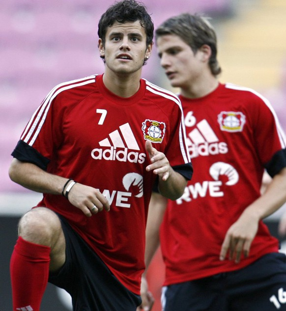 Leverkusen's Swiss soccer players Tranquillo Barnetta, left, and Pirmin Schwegler, right, in action during a training session, on the eve of the UEFA Cup first round first leg soccer match between FC Sion of Switzerland and Bayer Leverkusen of Germany, in Geneva, Switzerland, Wednesday, September 13, 2006. (KEYSTONE/Laurent Gillieron)