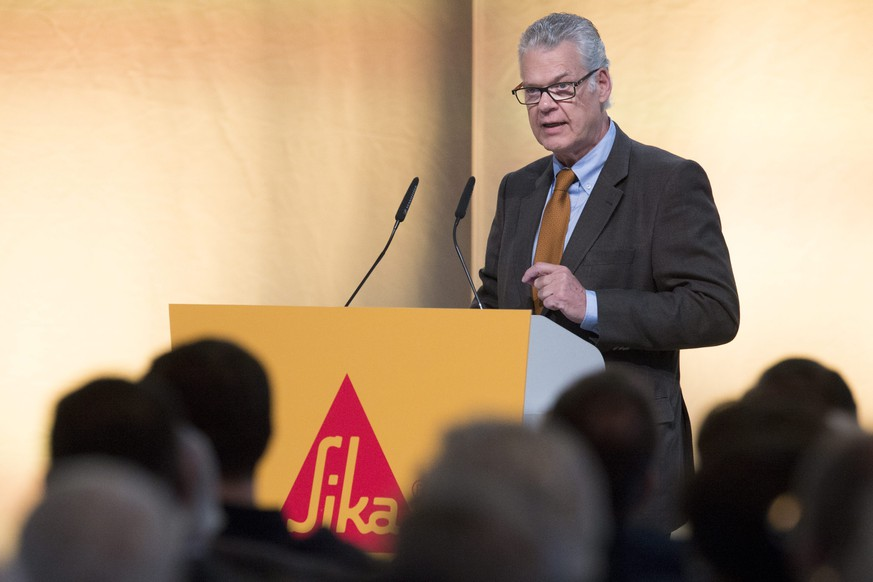 epa04704276 Urs F. Burkard, Board of Directors of Sika, speaks during the Annual General Meeting 2015 of Sika in Baar, Switzerland, 14 April 2015. The Management and the Board of Directors is still firmly opposed to the project of Schenker-Winkler Holding (SWH) to cede control of the French group Saint-Gobain. SWH represents the interests of the Burkard family, descendents of Sika's founder.  EPA/ANTHONY ANEX