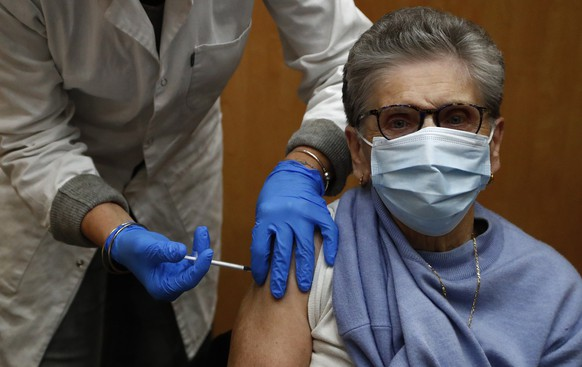 epa08946255 An elderly person receives a dose of the Pfizer-BioNTech COVID-19 vaccine by a nurse at the vaccination center of Beziers, France 18 January 2021. Countries of the European Union began a vaccine rollout against the coronavirus disease (COVID-19).  EPA/GUILLAUME HORCAJUELO