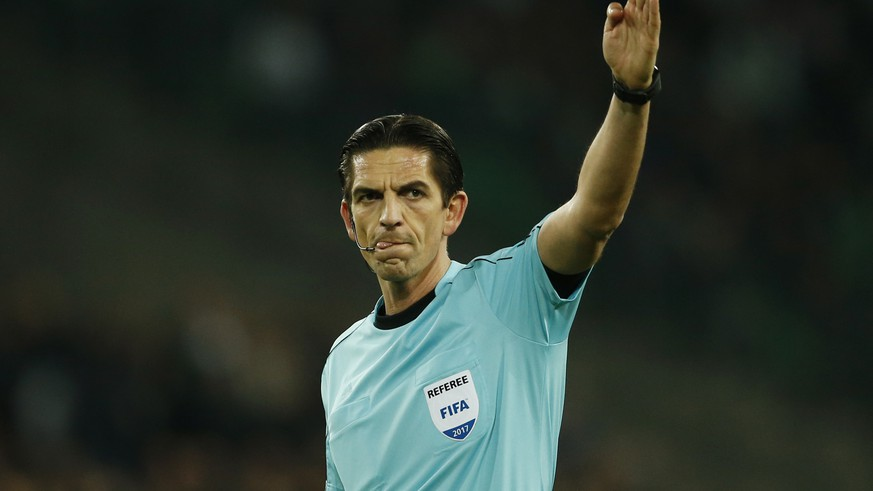 Soccer Football - Saint-Etienne v Manchester United - UEFA Europa League Round of 32 Second Leg - Stade Geoffroy-Guichard, Saint-Etienne, France - 22/2/17 Referee Deniz Aytekin Action Images via Reuters / Andrew Boyers Livepic