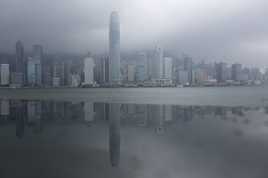 epa05451539 The Hong Kong island skyline is reflected in a metallic panel during typhoon Nida in Hong Kong, China, 02 August 2016. Nida is the first major typhoon to shut down Hong Kong this year. Classes at all schools are suspended for the day, ferries to and between outlying islands are also suspended as well as tram service on Hong Kong Island.  EPA/JEROME FAVRE