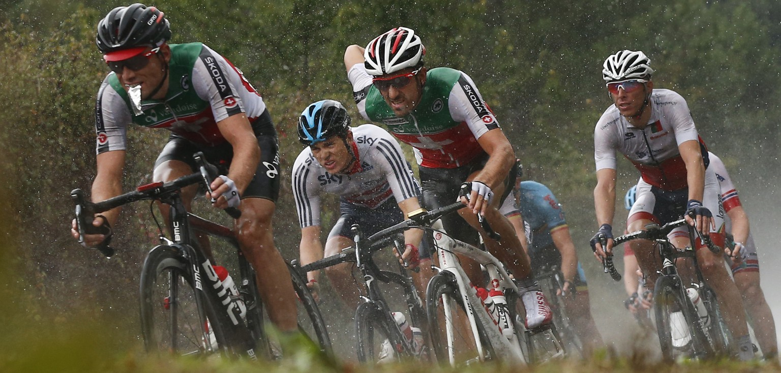 Switzerland's Fabian Cancellara, center, rides in the pack during the men's road race over 254.8 kilometers (158.3 miles) of the Road Cycling World Championships in Ponferrada, north-western Spain, Sunday Sept. 28, 2014. (AP Photo/Daniel Ochoa de Olza)