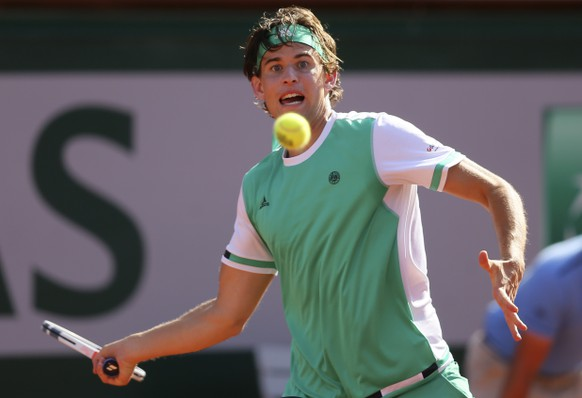 Austria's Dominic Thiem returns the ball to Spain's Rafael Nadal during their semifinal match of the French Open tennis tournament at the Roland Garros stadium, Friday, June 9, 2017 in Paris. (AP Photo/David Vincent)