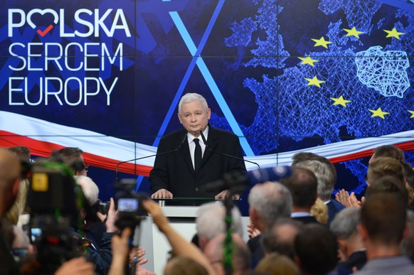 epa07604006 Leader of the Polish Law and Justice (PiS) ruling party Jaroslaw Kaczynski after the announcement of the exit polls of the European elections in Warsaw, Poland, 26 May 2019. The European Parliament election is being held by member countries of the European Union from 23 to 26 May 2019.  EPA/Jakub Kaminski POLAND OUT