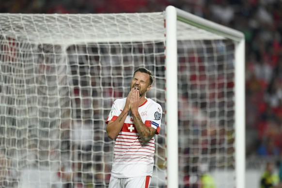 Switzerland's Haris Seferovic reacts after missing a shot during the 2018 Fifa World Cup Russia group B qualification soccer match between Portugal and Switzerland at the Estadio da Luz stadium, in Lisbon, Portugal, Tuesday, October 10, 2017. (KEYSTONE/Laurent Gillieron)