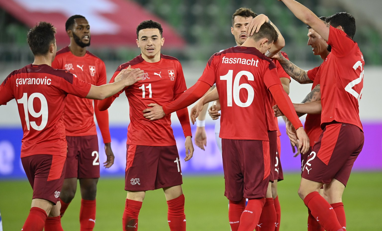 epa09109379 Switzerland's Ruben Vargas (3-L) celebrates with teammates after scoring the 2-2 equalizer during the International Friendly soccer match between Switzerland and Finland in St. Gallen, Switzerland, 31 March 2021.  EPA/GIAN EHRENZELLER