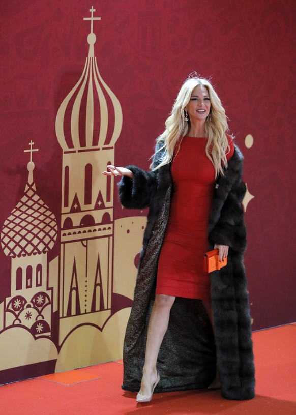 epa06361487 World Cup ambassador Victoria Lopyreva arrives for the Final Draw of the FIFA World Cup 2018 at the State Kremlin Palace in Moscow, Russia, 01 December 2017. The FIFA World Cup 2018 will take place from 14 June until 15 July 2018 in Russia.  EPA/YURI KOCHETKOV