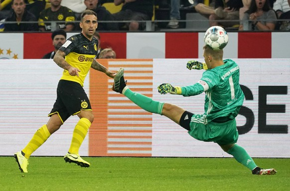 epa07755343 Dortmund's Paco Alcacer (L) in action against Bayern Munich's goalkeeper Manuel Neuer (R) during the German Supercup soccer match between Borussia Dortmund and Bayern Munich in Dortmund, Germany, 03 August 2019.  EPA/RONALD WITTEK CONDITIONS - ATTENTION: The DFL regulations prohibit any use of photographs as image sequences and/or quasi-video.
