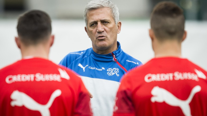 Head coach Vladimir Petkovic of Switzerland is pictured during a training session prior to the UEFA EURO 2016 qualifying soccer match Switzerland against San Marino, on Thursday, October 8, 2015, at the AFG stadium in St. Gallen, Switzerland. (KEYSTONE/Gian Ehrenzeller)