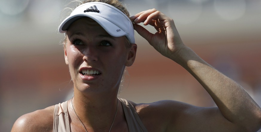 Caroline Wozniacki of Denmark pauses during the semi-final match against Peng Shuai of China at the 2014 U.S. Open tennis tournament in New York, September 5, 2014.       REUTERS/Mike Segar (UNITED STATES  - Tags: SPORT TENNIS)