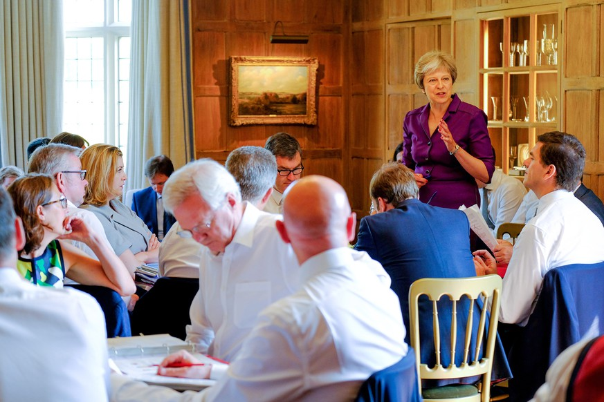 epa06869753 A handout photo made available by 10 Downing Street (MOD) showing British Prime Minister Theresa May commencing a meeting with her Cabinet to discuss Brexit at, the British Prime Minister's country residence, Chequers, near Aylesbury, Buckinghamshire, south east England, 06 July 2018. The Cabinet is reported to try to reach agreement on the shape of Britain's future relationship with the EU.  EPA/JOEL ROUSE / 10 DOWNING STREET / HANDOUT MANDATORY CREDIT; JOEL ROUSE: CROWN COPYRIGHT 2018: HANDOUT EDITORIAL USE ONLY/NO SALES
