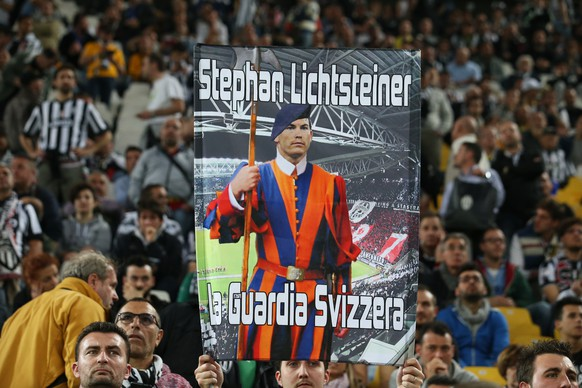Football - Juventus v AS Monaco - UEFA Champions League Quarter Final First Leg - Juventus Stadium, Turin - Italy - 14/4/15 Fans hold up a banner for Juventus' Stephan Lichtsteiner before the game Reuters / Stefano Rellandini