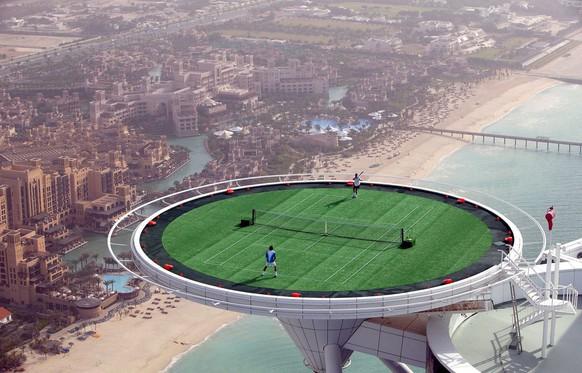 Auf dem höchsten Heli-Landeplatz der Welt: 2005 in Dubai mit Andre Agassi