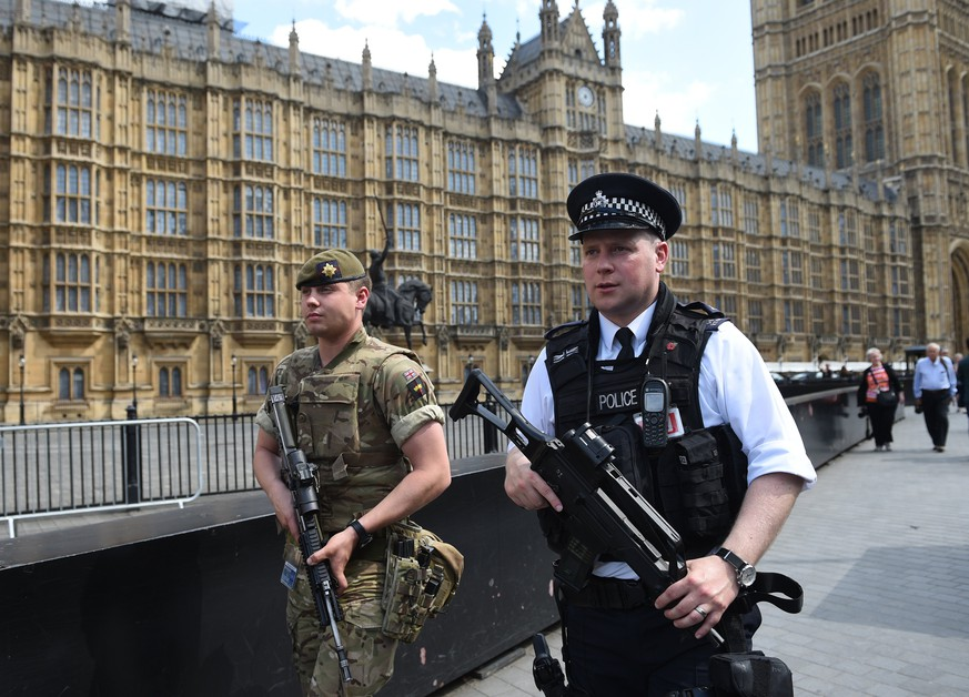 epa05986546 British Army soldiers along with armed police patrol the streets near the Houses of Parliament in London, Britain, 24 May 2017. Britain is on critical alert following the Manchester terror attack on the Manchester Arena late 22 May, that saw 22 people loose their lives with scores of people injured. The government has indicated that the military are to be deployed on the streets along side the police.  EPA/FACUNDO ARRIZABALAGA