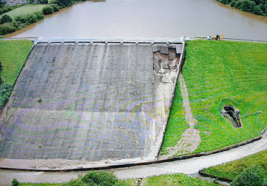 epa07753244 A handout photo made available by the Derbyshire Constabulary police force shows an aerial view of damage to the Toddbrook Reservoir dam above the town of Whaley Bridge, in northern England, Britain, 01 August 2019 (issued 02 August 2019). About 1,500 residents of Whaley Bridge, Derbyshire have been evacuated over fears their town could be flooded after heavy rain damaged the dam holding back the Toddbrook reservoir.  EPA/DERBYSHIRE CONSTABULARY HANDOUT  -- MANDATORY CREDIT: DERBYSHIRE CONSTABULARY -- HANDOUT EDITORIAL USE ONLY/NO SALES