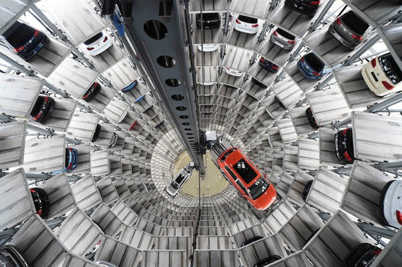 A VW Golf VII car (R) and a VW Passat are loaded in a delivery tower at the plant of German carmaker Volkswagen in Wolfsburg, March 3, 2015.   REUTERS/Fabian Bimmer/File Photo   GLOBAL BUSINESS WEEK AHEAD PACKAGE - SEARCH 'BUSINESS WEEK AHEAD 24 OCT'  FOR ALL IMAGES