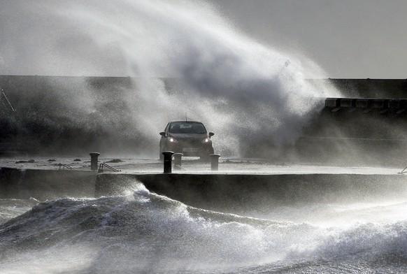 Die Küste des Ortes Ardrossan in Schottland am Sonntag, während des Sturms Ciara, der bei uns Sabine heisst.