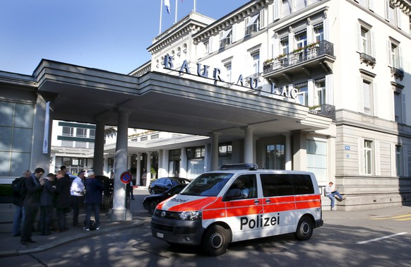 A police van drives past the Baur au Lac hotel in Zurich, Switzerland, May 27, 2015. Six soccer officials were arrested in Zurich on Wednesday and detained pending extradition to the United States over suspected corruption at soccer's governing body FIFA, the Swiss Federal Office of Justice said in a statement. REUTERS/Arnd Wiegmann