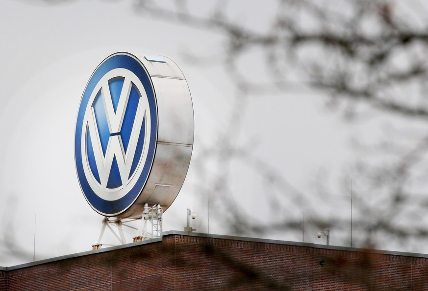 epa07237456 (FILE) - A logo of car manufacturer Volkswagen (VW) is seen on the rooftop of the VW factory in Wolfsburg, Germany, 25 October 2017 (reissued 17 December 2018). German media reports on 17 December 2018 state the German federal state of Baden-Wuerttemberg may sue Volkswagen over its cheating in exhaust emission tests. Various departments of the state are using Volkswagen automobiles that were equipped with a so-called cheating device that would influence the emission tests.  EPA/FOCKE STRANGMANN