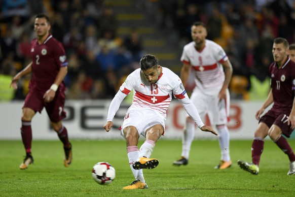 epa06181896 Swiss defender Ricardo Rodriguez scores the 3-0 lead from the penalty spot during the 2018 Fifa World Cup group B qualifying soccer match Latvia against Switzerland at Skonto Stadium, in Riga, Latvia, 03 September  2017.  EPA/LAURENT GILLIERON