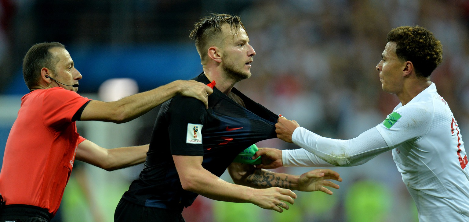 epa06881999 Ivan Rakitic (C) of Croatia argues with Dele Alli of England during the FIFA World Cup 2018 semi final soccer match between Croatia and England in Moscow, Russia, 11 July 2018.