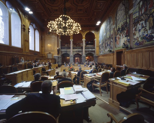 The upper house, the Council of State, sits in the half-empty Council of State chamber in the Swiss Federal Parliament building in Berne, Switzerland, pictured on December 17, 2008 during the Federal Assembly's winter session. (KEYSTONE/Gaetan Bally)  Sitzung des Staenderats im zur Haelfte gefuellten Staenderatssaal im Parlamentsgebaeude in Bern waehrend der Wintersession des Parlaments, aufgenommen am 17. Dezember 2008. (KEYSTONE/Gaetan Bally)