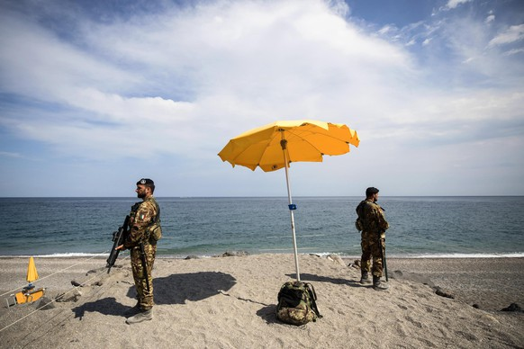 epa05989390 Italian soldiers guard in Giardini Naxos prior to the G7 summit scheduled for May 26 and 27 in Taormina, 25 May 2017. Four leaders will make their G7 premier, U.S. President Donald Trump, France's Emmanuel Macron, Britain's Theresa May and the Italian host, Paolo Gentiloni.  EPA/ANGELO CARCONI