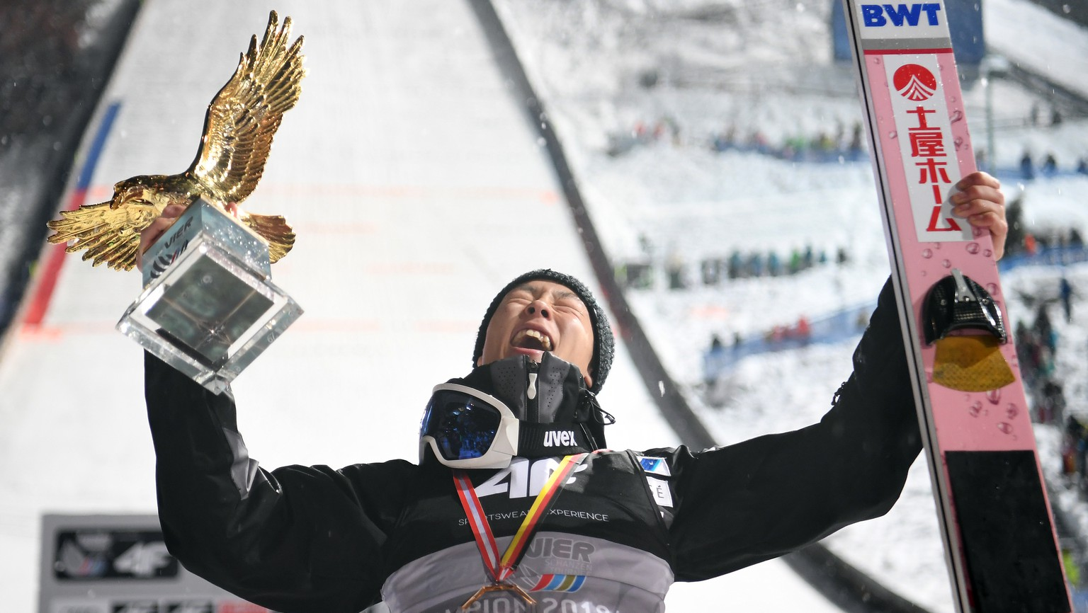 epa07265944 Ryoyu Kobayashi from Japan celebrates with the trophy after winning the 67th Four Hills Tournament competition in Bischofshofen, Austria, 06 January 2018.  EPA/CHRISTIAN BRUNA