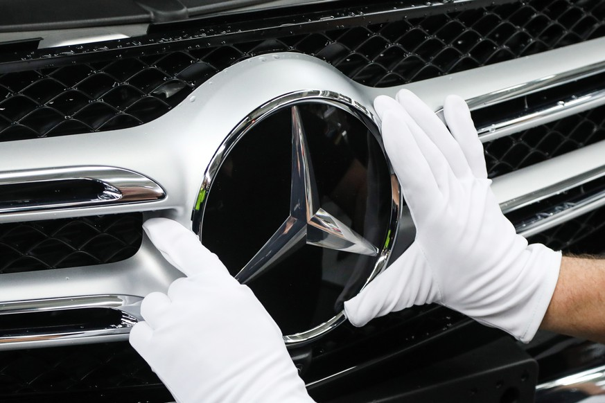 epa07486367 (FILE) - A worker attaches a Mercedes star at the C Class and GLC Class production line during a photo opportunity for the media at the Mercedes Cars factory in Bremen, northern Germany, 24 January 2017 (reissued 05 April 2019). Media reports on 05 April 2019 state the EU commission regulators in a statement have charged German carmakers Daimler, Volkswagen and BMW of collusion in the area of emissions cleaning technology by 'participating in a collusive scheme, in breach of EU competition rules, to limit the development and roll-out of emission-cleaning technology for new diesel and petrol passenger cars sold in the European Economic Area'.  EPA/FOCKE STRANGMANN