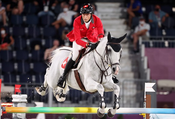 epa09400363 Martin Fuchs of Switzerland on Clooney 51 competes in the Jumping Team qualifier during the Equestrian events of the Tokyo 2020 Olympic Games at the Baji Koen Equestrian Park in Setagaya, Tokyo, Japan, 06 August 2021.  EPA/Michael Reynolds