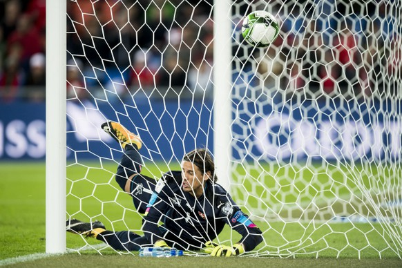 Hungary's Roland Ugrai, (not pictured) scores a goal to Switzerland's goalkeeper Yann Sommer, during the 2018 Fifa World Cup Russia group B qualification soccer match between Switzerland and Hungary in the St. Jakob-Park stadium in Basel, Switzerland, on Saturday, October 7, 2017. (KEYSTONE/Jean-Christophe Bott)