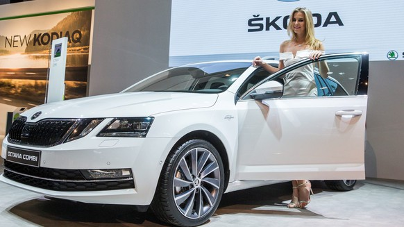 epa05714950 The new Skoda Octavia Combi car is unveiled during the inauguration of the Brussels Motor Show in Brussels, Belgium, 13 January 2017. The motor show will run from 14 to 22 January.  EPA/STEPHANIE LECOCQ