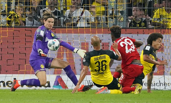 epa07755347 Dortmund's goalkeeper Marwin Hitz (L) in action during the German Supercup soccer match between Borussia Dortmund and Bayern Munich in Dortmund, Germany, 03 August 2019.  EPA/RONALD WITTEK CONDITIONS - ATTENTION: The DFL regulations prohibit any use of photographs as image sequences and/or quasi-video.