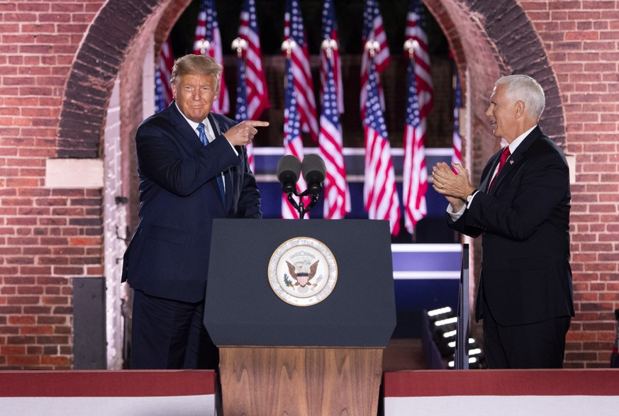 epa08628204 US President Donald J. Trump (L) points to Vice President Mike Pence (R) as he arrives on stage after Pence delivered remarks on the third night of the Republican National Convention, at Fort McHenry in Baltimore, Maryland, USA, 26 August 2020.  EPA/KEVIN DIETSCH / POOL