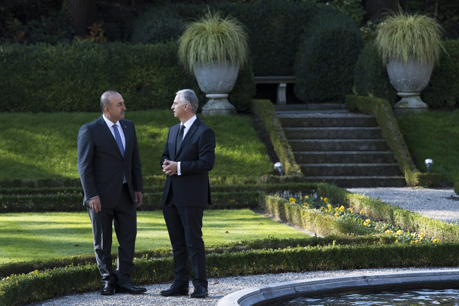 epa05615491 Mevlut Cavusoglu, Minister of Foreign Affairs of the Republic of Turkey, (L), and Swiss Federal Councillor and minister of Foreign Affairs Didier Burkhalter, (R), speak together at the Lohn Residence in Kehrsatz near Bern, Switzerland, 03 November 2016. Cavusoglu is in Switzerland for an official working one-day visit.  EPA/ANTHONY ANEX