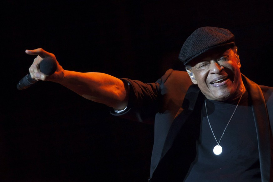 epa05788632 (FILE) A file picture dated 16 July 2014 shows US Jazz singer Al Jarreau performing on stage at the Alfredo Kraus auditorium in Las Palmas de Gran Canaria, Canary Islands, Spain, , as part of the Jazz&Mas Heineken Canarias International Festival. According to media reports on 12 February 2017, US singer Al Jarreau has died at the age of 76.  EPA/ANGEL MEDINA G *** Local Caption *** 51483980