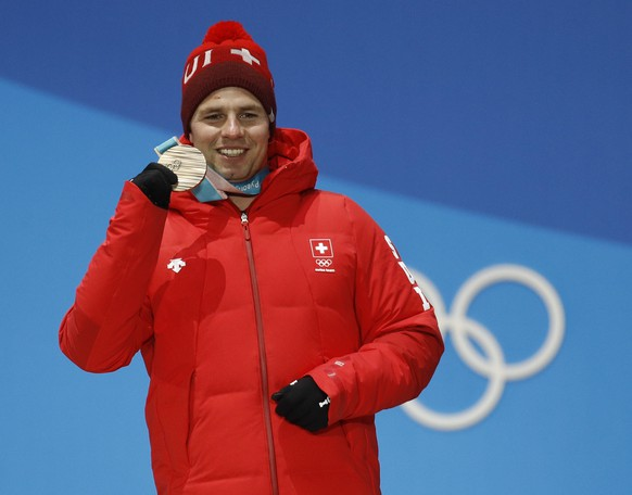 Bronze medalist in the men's downhill BeatFeuz, of Switzerland, smiles during the medals ceremony at the 2018 Winter Olympics in Pyeongchang, South Korea, Thursday, Feb. 15, 2018. (AP Photo/Patrick Semansky)
