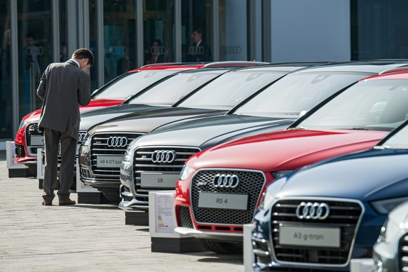 epa04954049 (FILE) A file picture dated 22 May 2014 of a man looking at Audi cars before the Audi general meeting in Ingolstadt, Germany. Volkswagen luxury car offshoot Audi said 28 September 2015 that 2.1 million of its vehicles worldwide have been equipped with software designed to cheat on exhaust emission tests. The statement follows the US Environmental Protection Agency 18 September accusing Audi's parent company Volkswagen of using software to circumvent standards for certain air pollutants. Audi and Volkswagen share much of their engine technology and features.  EPA/ARMIN WEIGEL *** Local Caption *** 51379500