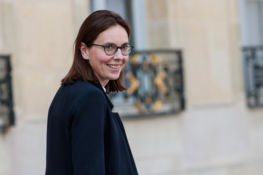 epa07478317 Newly appointed French Foreign Affairs Junior Minister Amelie de Montchalin leaves the weekly cabinet meeting at the Elysee Palace in Paris, France, 01 April 2019.  EPA/CHRISTOPHE PETIT TESSON
