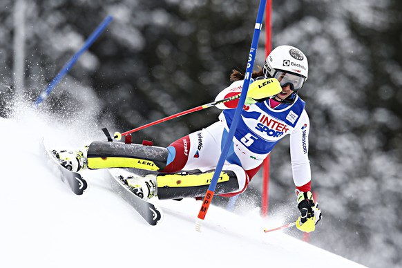 SANTA CATERINA VALFURVA, ITALY - JANUARY 05: (FRANCE OUT) Wendy Holdener of Switzerland competes during the Audi FIS Alpine Ski World Cup Women's Slalom on January 05, 2016 in Santa Caterina Valfurva, Italy. (Photo by Christophe Pallot/Agence Zoom/Getty Images)