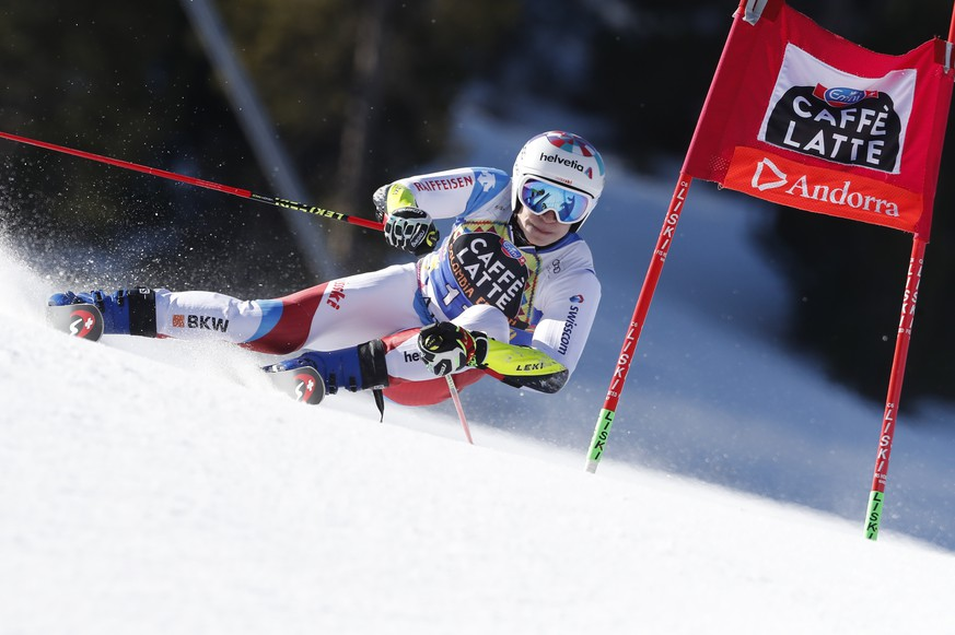 epa07441696 Marco Odermatt of Switzerland in action during the first run of the Men's Giant Slalom race at the FIS Alpine Skiing World Cup finals in Soldeu - El Tarter, Andorra, 16 March 2019.  EPA/GUILLAUME HORCAJUELO